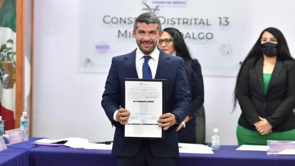 Entregan constancia de mayoría a Mauricio Tabe como alcalde de Miguel Hidalgo - Entregan constancia de mayoría a Mauricio Tabe como alcalde de Miguel Hidalgo. Foto de @PAN_MH_CDMX
