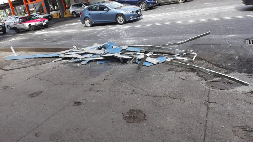 Cae parte de estructura en estación Villa de Cortés del Metro - Metro Villa de Cortés estructura puente caída