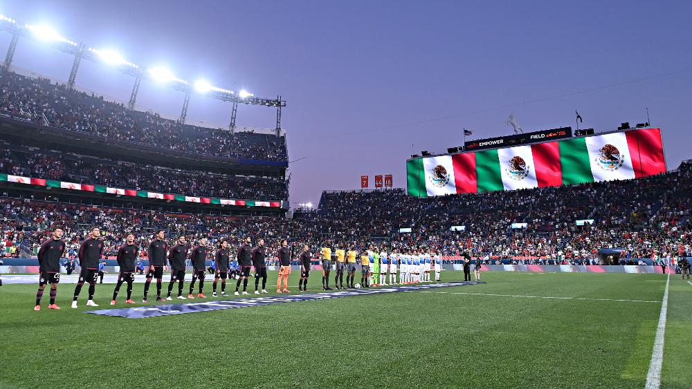 Aficionados mexicanos expulsados en duelo entre Tricolor y Costa Rica - Mexico Costa Rica aficionados