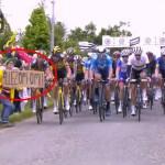 #Video Aficionada provoca caída de ciclistas en Tour de Francia