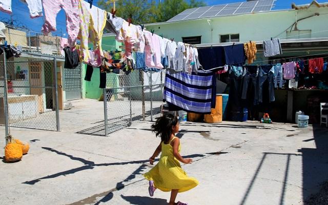 AI denuncia que México y EE.UU. deportan a miles de niños migrantes pese a nuevo discurso - Niña en albergue para migrantes en Ciudad Juárez, Chihuahua. Foto de EFE