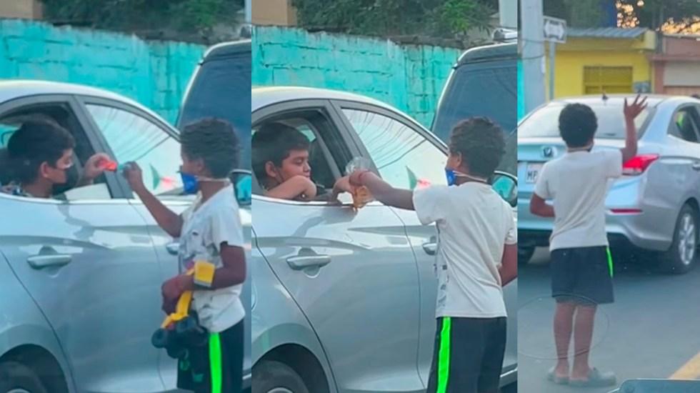 #Video Niño comparte sus juguetes con menor que limpia autos en la calle - Niño comparte juguetes con menor de bajos recursos. Captura de pantalla