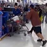 #Video Empleado de Walmart noquea a cliente de un puñetazo
