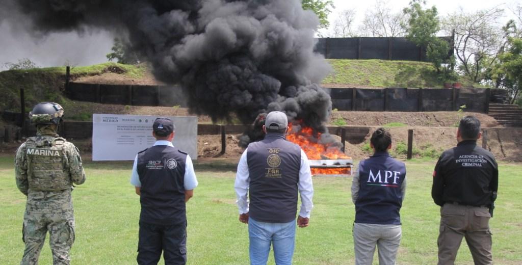 Incineran más de media tonelada de cocaína asegurada en Michoacán - Quema cocaína FGR Marina MéxicoQuema cocaína FGR Marina México