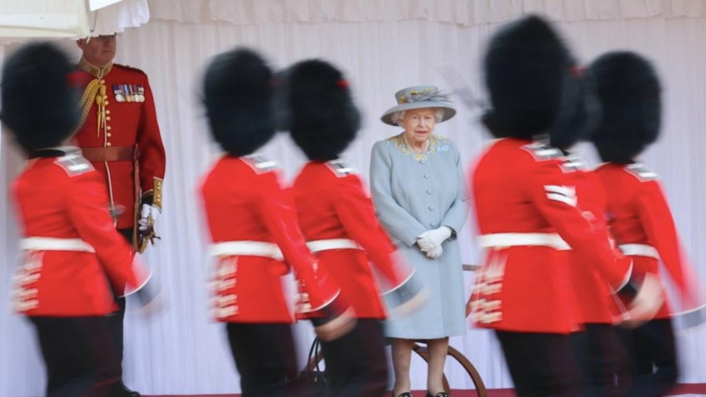 Isabel II celebra su cumpleaños con pequeña ceremonia en Windsor - Isabel II celebra su cumpleaños con pequeña ceremonia en Windsor. Foto de @RoyalFamily