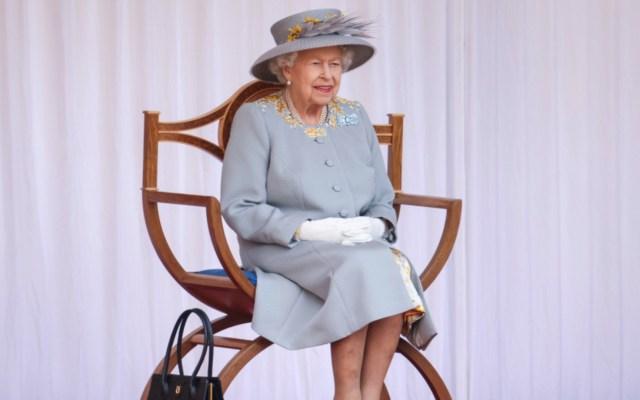 """La reina Isabel II celebró su cumpleaños """"oficial"""" con una ceremonia militar reducida pero vistosa en el castillo de Windsor - Foto de @RoyalFamily"""