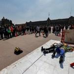 """Autoridades califican como """"éxito"""" el simulacro de terremoto en Ciudad de México - Trabajadores desalojan sus oficinas, durante el Macrosimulacro en Ciudad de México. El simulacro de terremoto realizado este lunes en México fue"""