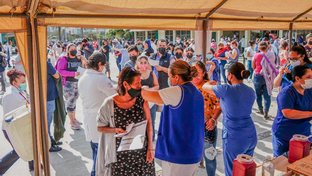 Vacunan contra COVID-19 a casi 200 mil personas en Baja California - Vacunación Tijuana Baja California COVID Janssen mexicanos