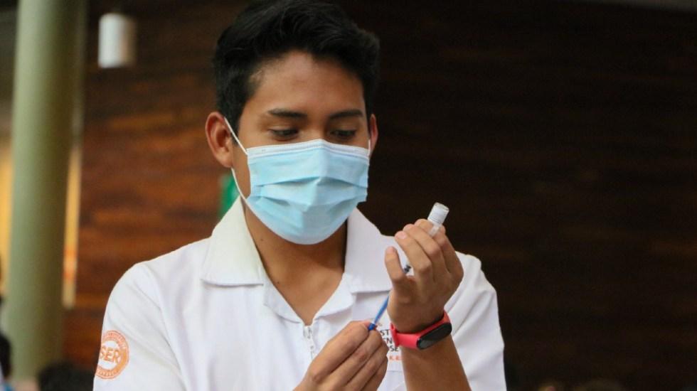 """""""No es un asunto grave"""": AMLO sobre muertes de personas vacunadas - vacunas CDMX COVID vacunación personas certificado"""