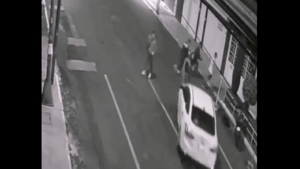 Familiares de mujeres atropelladas en Iztacalco denuncian falta de apoyo - Iztacalco #Video Sujeto arrolla a dos jóvenes en Viaducto Piedad. Foto de tomada de video