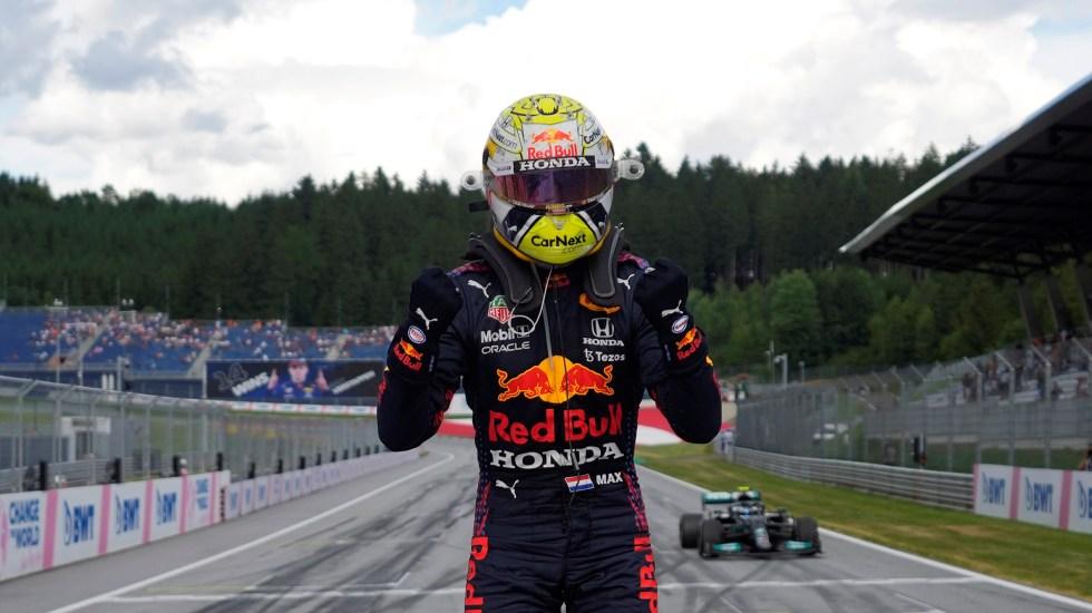 Verstappen gana el GP de Estiria; 'Checo' Pérez termina en cuarto lugar - Verstappen celebra triunfo en GP de Estiria. Foto de EFE