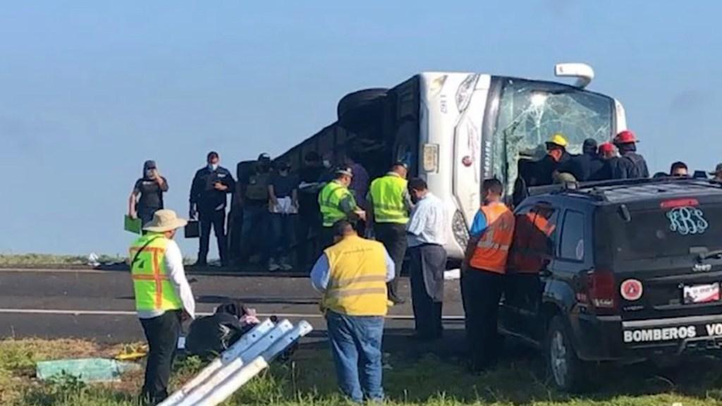 Volcadura de autobús deja ocho muertos y 13 heridos en Reynosa - Volcadura de autobús deja ocho muertos y 13 heridos en Reynosa. Foto tomada de video