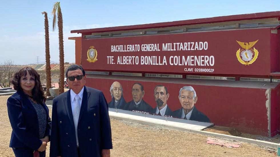Pintan a AMLO en escuela militar junto a Miguel Hidalgo y Benito Juárez - AMLO en mural junto a personajes destacados de la historia de México. Foto de @jguillermoruizh