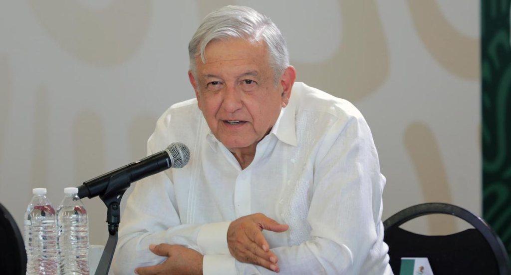 El presidente López Obrador anunciando que promoverá reforma constitucional en materia de energía eléctrica. Foto de lopezobrador.org.mx.