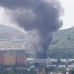 Incendio consume fábrica de muebles en Tlalnepantla