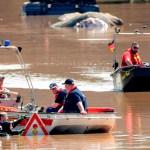 Los daños de las inundaciones en Alemania siguen sin ser cuantificados - Buzos de Alemania en labores de drenaje y limpieza por inundaciones. Foto de EFE