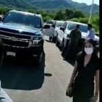 Manifestantes impiden el paso de camioneta de AMLO en recorrido por Durango