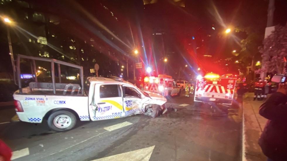 Choque entre vehículo particular y patrulla en Reforma deja tres heridos - Choque entre vehículo particular y patrulla en Reforma deja tres heridos. Foto de @XEMedica