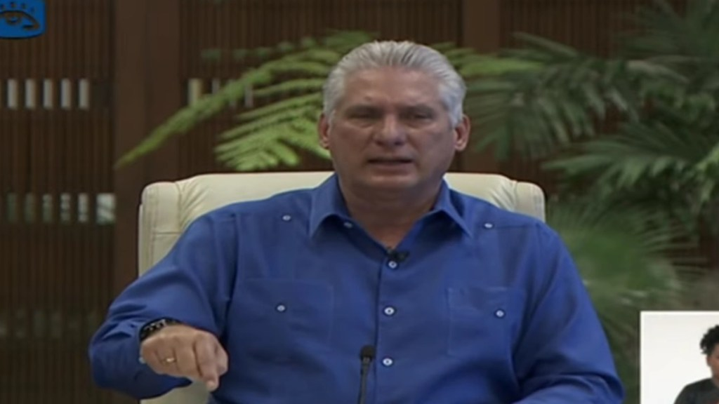 Díaz-Canel comparece en televisión tras llamar a 'combatir' manifestaciones - Comparecencia televisiva del presidente Díaz-Canel. Captura de pantalla