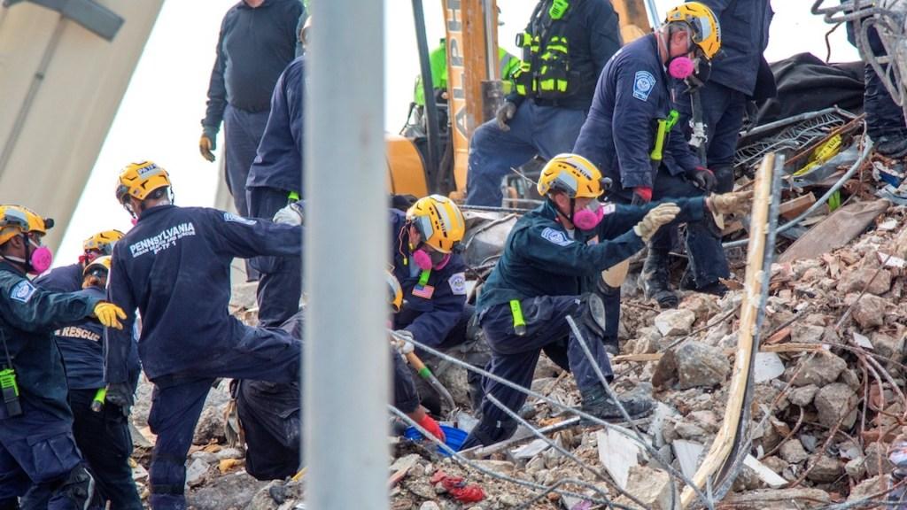 Sube a 96 el número de muertos en el derrumbe de Miami - Sube a 96 el número de muertos en el derrumbe de Miami. Foto de EFE