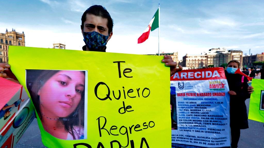 Familiares exigen con protesta búsqueda de Daría Yazbek, desaparecida en CDMX - Familiares de Daría Yazbek en protesta para su búsqueda. Foto de EFE