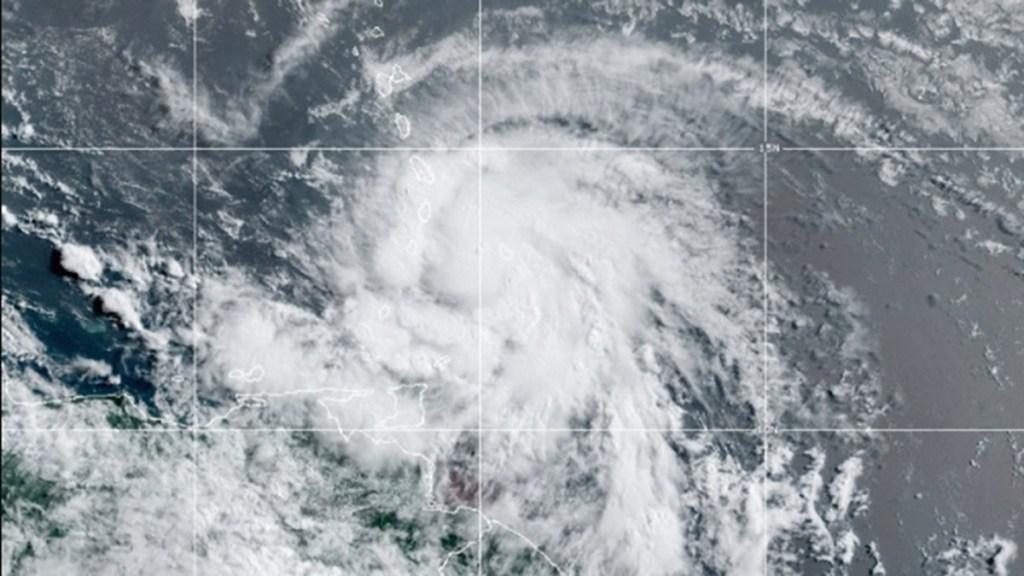 Huracán Elsa se intensifica en su avance por el este del Caribe - Huracán Elsa en su avance por el Caribe. Foto de NOAA / GOES