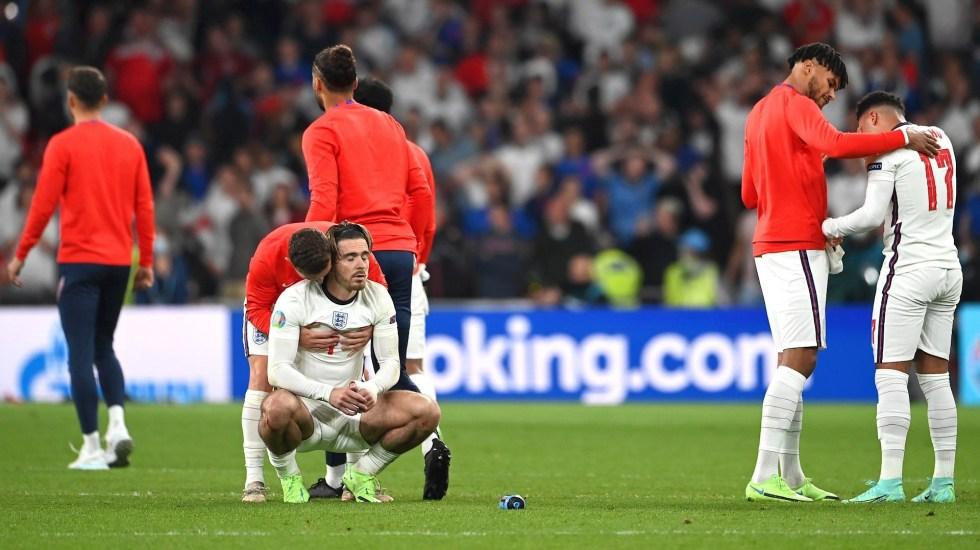 Inglaterra y los penales, una cicatriz para toda la vida - Jugadores de Inglaterra tras fallar un penal. Foto de EFE/ EPA/ Andy Rain.