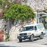 Agentes del FBI recogen pruebas en la residencia del presidente Moise - Fotografía de la ambulancia que traslada el cuerpo del asesinado presidente haitiano Jovenel Moise, hoy, en Puerto Príncipe. Foto de EFE/ Jean Marc Herve Abelard