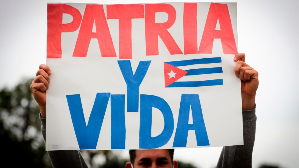 """Más de 20 países repudian """"arrestos masivos"""" en Cuba - Manifestación a favor de Cuba. Foto de EFE"""