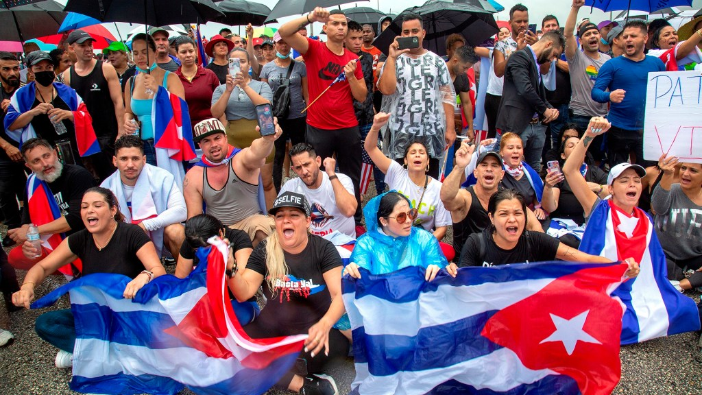 Organizan en Miami flotilla rumbo a Cuba para demostrar apoyo a protestas - Manifestación de cubanos en Miami por estallido social en la isla. Foto de EFE