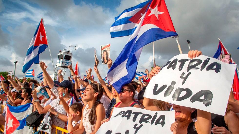 """Biden asegura que sanciones a autoridades de Cuba son """"solo el comienzo"""" - Manifestación en Florida a favor de Cuba. Foto de EFE"""