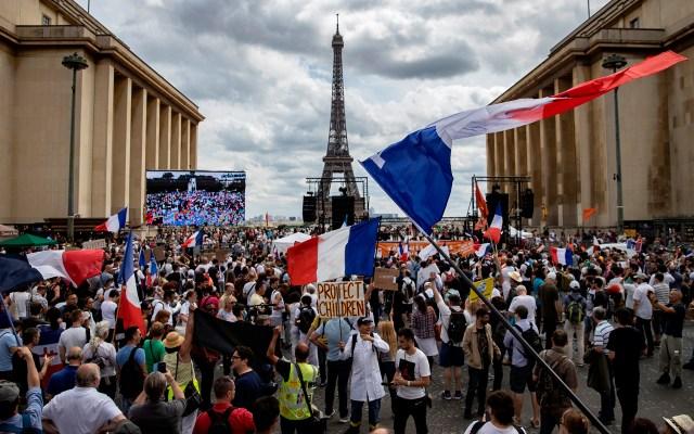 Francia se prepara para afrontar la obligatoriedad del certificado sanitario - Manifestación en Francia contra certificado sanitario obligatorio. Foto de EFE