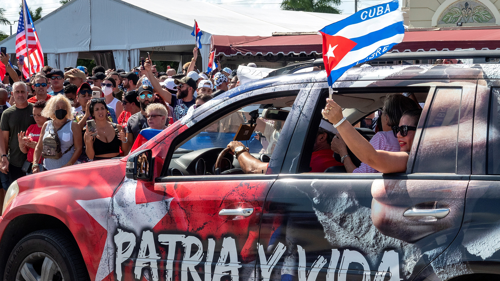 "Trump llama a Biden a ""hacer frente al régimen"" cubano"