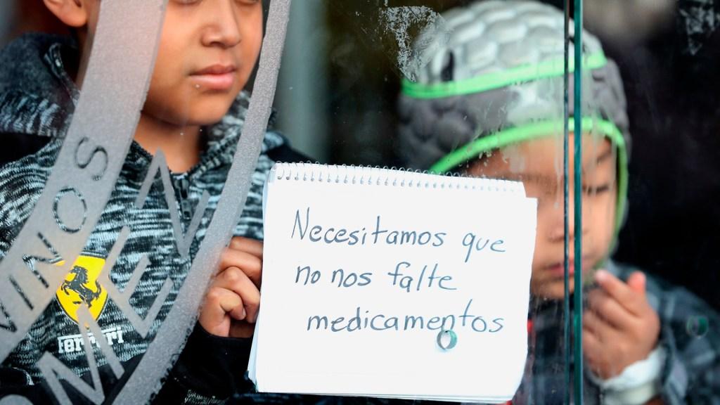 Falta de medicamentos oncológicos impulsa movimiento de padres en México - Niños con cáncer en manifestación contra desabasto de medicamentos. Foto de EFE