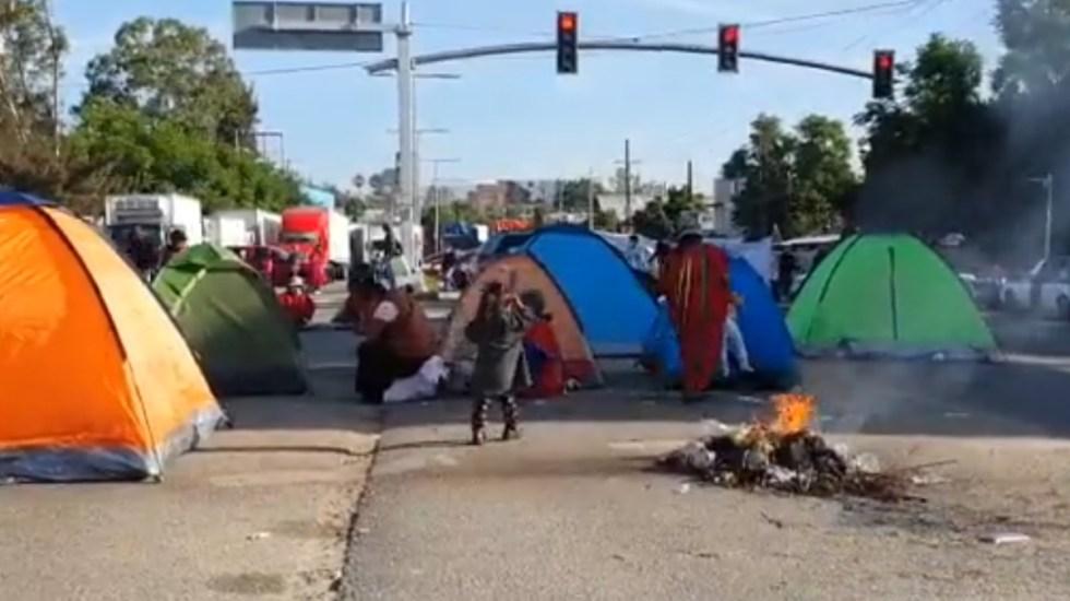 Indígenas triquis dezplazados en Oaxaca bloquean carretera hacia CDMX - Oaxaca protesta indígenas triquis bloqueo desplazados
