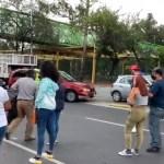 Padres de jóvenes bloquean Av. Insurgentes por negarles vacunas en la GAM