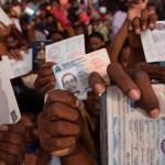 La personalidad de los ciudadanos haitianos; el análisis con Maryfer Centeno - Haitianos se congregan en la embajada de EE.UU. para pedir visas. Foto de EFE