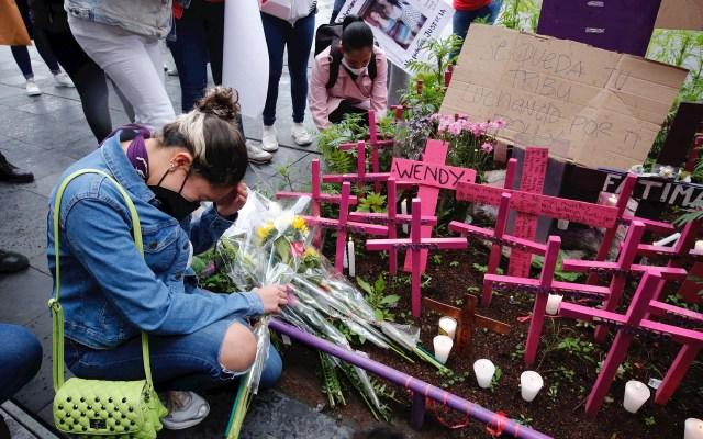 Reclaman feministas justicia por feminicidio de 'Polly' Olivares y por mujer encarcelada por aborto en Veracruz - Familiares y amigos de María Fernanda Olivares,