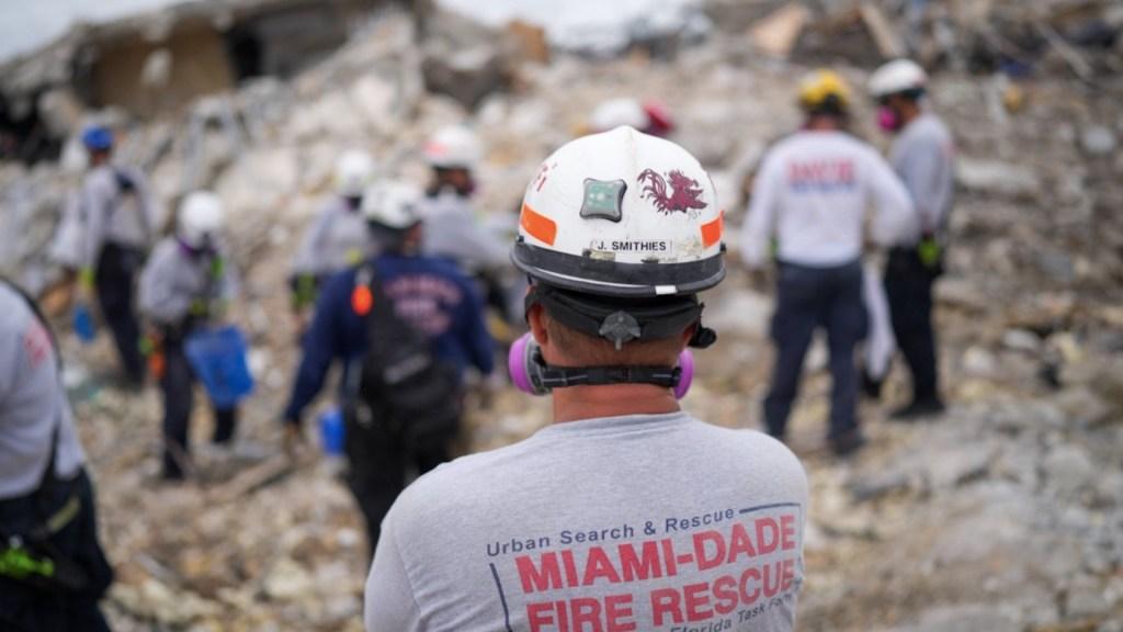 Aumenta a 36 el número de muertos por derrumbe en edificio de Miami. Foto de @MiamiDadeFire
