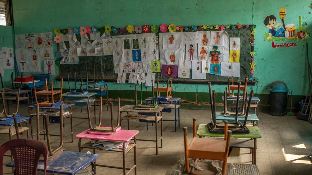 Unicef urge a reabrir colegios; afirma que no son lugares de propagación de COVID-19 - Salón de clases deteriorado por cierre de colegios ante COVID-19. Foto de @UNICEF