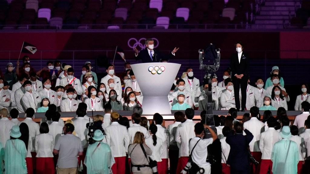 """Bach homenajea a deportistas que superaron """"la incertidumbre"""" para participar en Tokio - Thomas Bach en su discurso durante ceremonia inaugural de Juegos Olímpicos de Tokio"""
