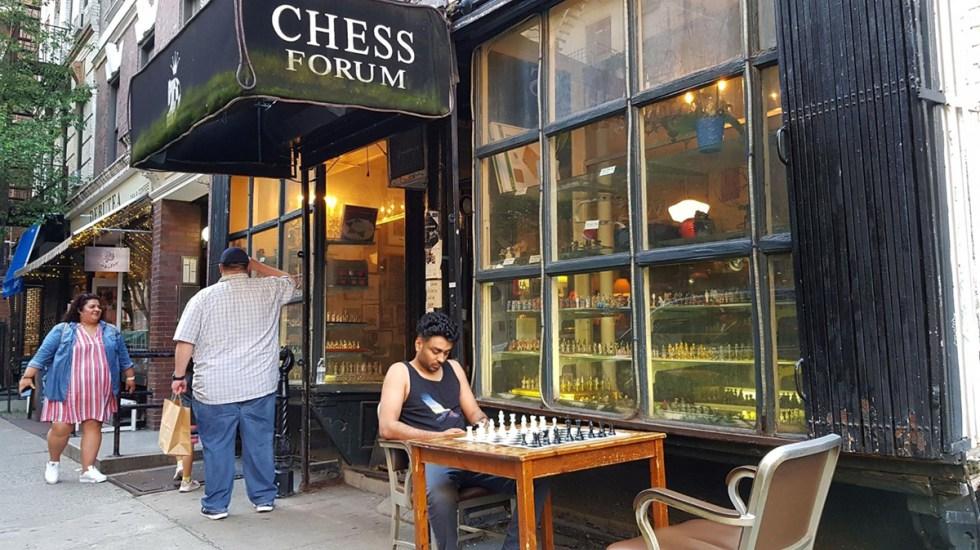 El último rincón de Nueva York donde todavía reina el ajedrez - Estábamos muriendo hasta que Gambito de Dama, una serie donde el ajedrez es protagonista, apareció en octubre de 2020. Foto de EFE