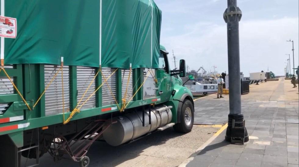 Parte desde Veracruz ayuda humanitaria de México hacia Cuba - Tráiler con ayuda humanitaria para Cuba. Foto de @NORMAREYNA