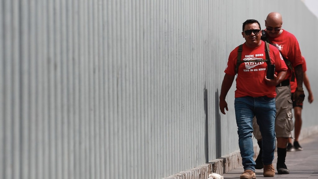 Veterano visita Ciudad Juárez para ayudar a militares deportados - Veterano visita Ciudad Juárez para ayudar a militares deportados. Foto de EFE