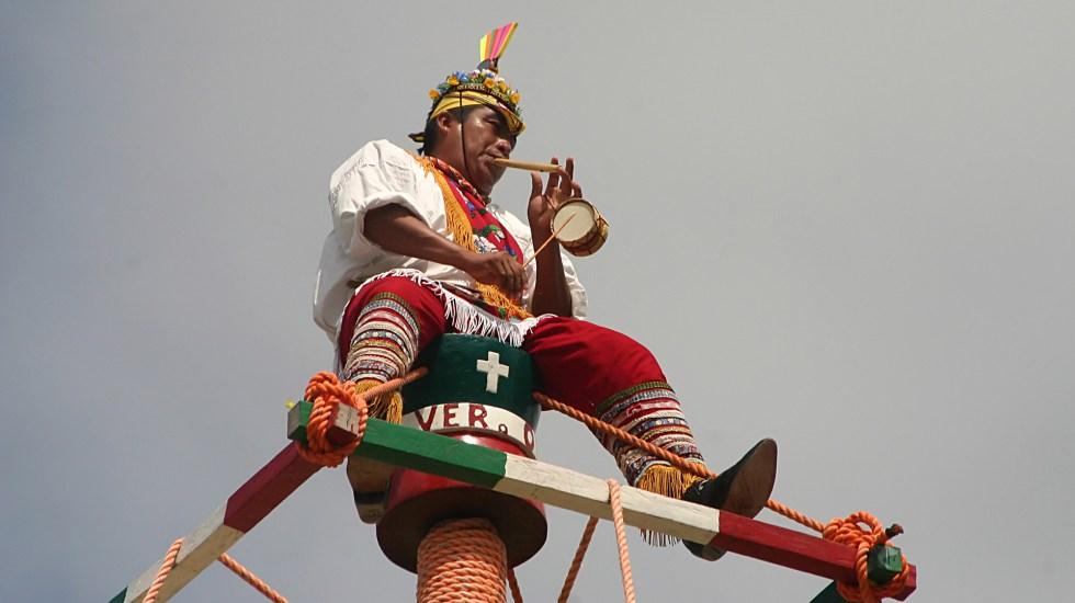 Voladores de Papantla denuncian a Arath de la Torre y Moneyman - Voladores de Papantla. Foto de arie eliens / Flickr
