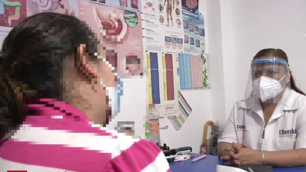 Aumenta atención en consultorios de farmacias de jóvenes y niños por COVID-19 - Atención de paciente con COVID-19 en consultorio anexo a farmacia