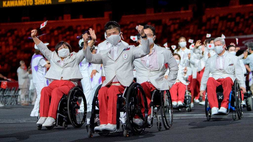 Tokio da bienvenida a Juegos Paralímpicos; así desfiló México en ceremonia de inauguración - Atletas de Japón en ceremonia de inauguración de Juegos Paralímpicos de Tokio