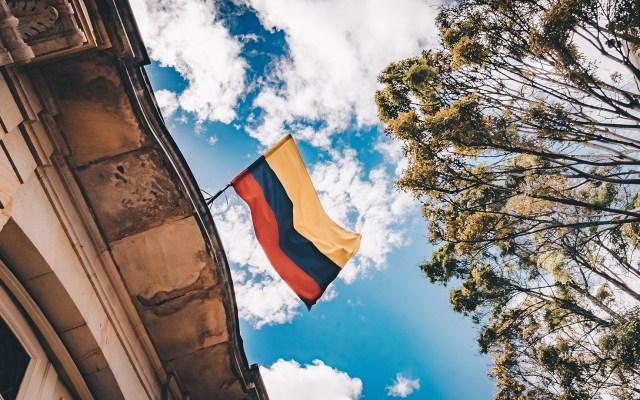 Oposición confirma que el viernes iniciará en México el diálogo con chavismo sobre crisis en Venezuela - Bandera venezolana