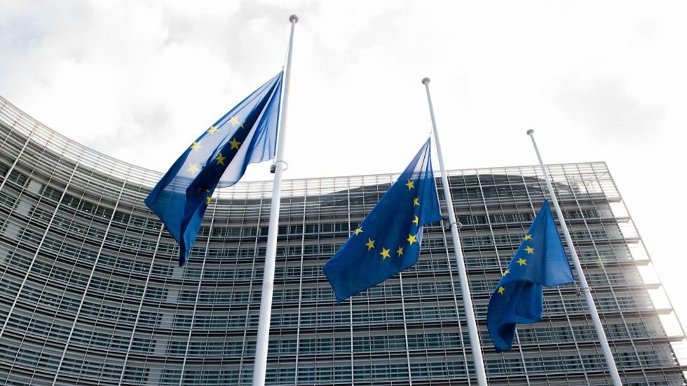 España renueva ante los cancilleres latinoamericanos que será su voz en la UE - Banderas de la Unión Europea
