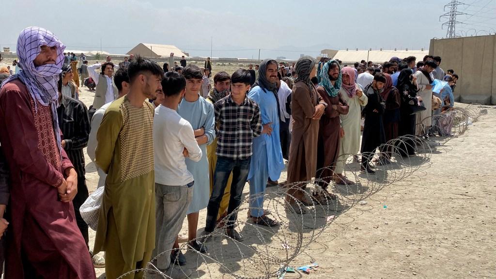 México recibe primeras solicitudes de refugio de ciudadanos afganos - Ciudadanos afganos tras toma de talibanes